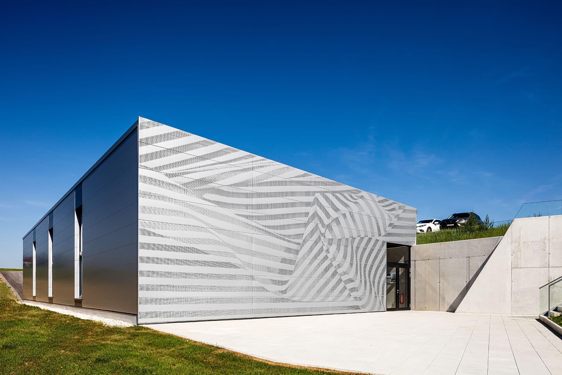 DOMICO Praxis-Akademie Design-Planum Metallfassade